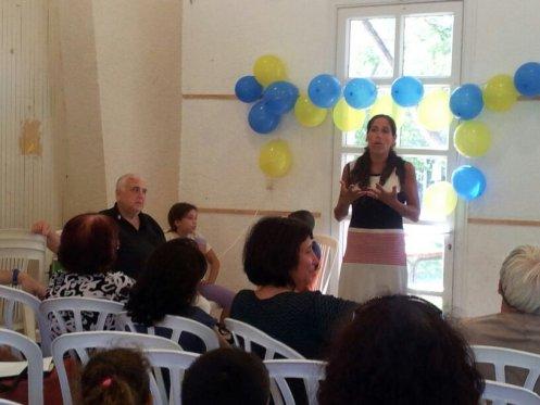 מרוה מספרת על המחנכת שלה, חנה, המתנדבת כיום בכתתה.